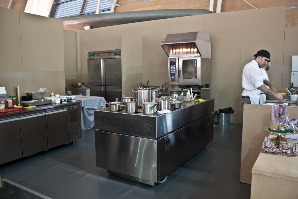 Credenza Per Ristorante : Artissima 2014 u2013 ecco gli effetti delle cucine carloangela
