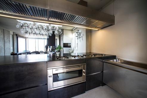 Una cucina professionale a casa carloangela arredamenti professionali per bar cucine - Cucine in acciaio per casa ...